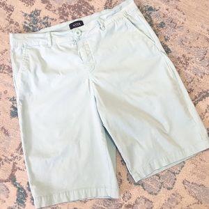 🔥 3/$20 NYDJ Bermuda shorts